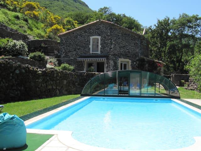 Maison, piscine couverte & chauffée - Rochessauve - Casa