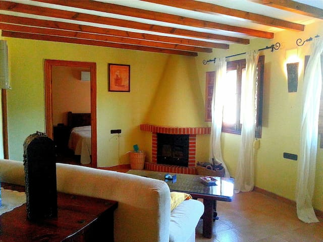 Cosy tranquil holiday home  - Canillas de Albaida - Chalé