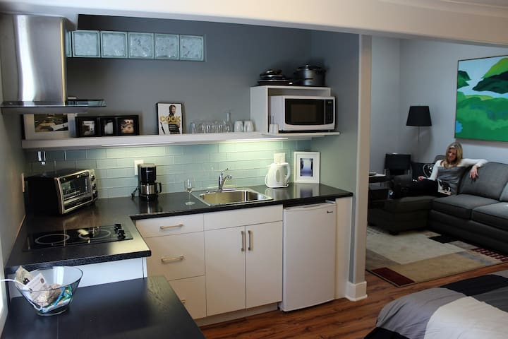 Sunrise Suite, Private, Hotel Style - Merrickville