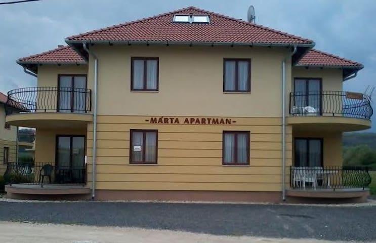 MÁRTA APARTMAN --- MOROZOVA  - Kehidakustány - Casa