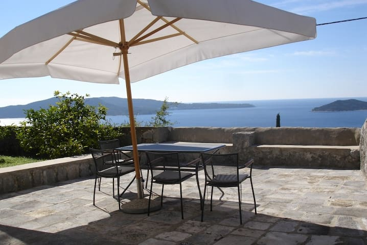 Holiday home with sea view  - Brsečine - Rumah