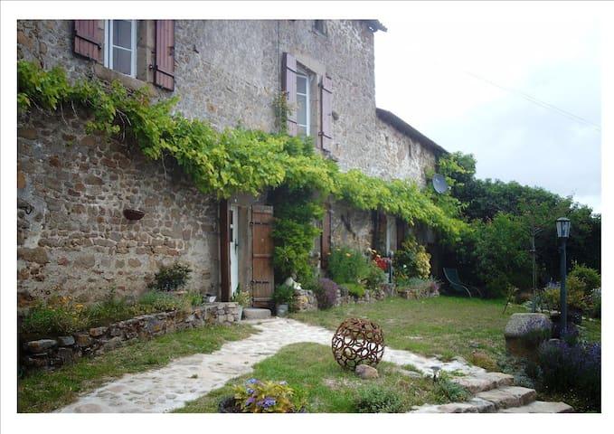 adepte du tourisme vert, bienvenue - Saint-Sornin-Leulac - 家庭式旅館