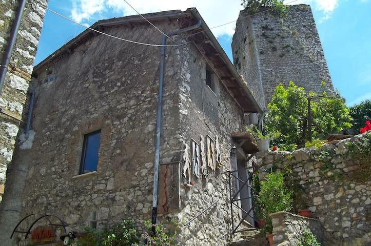 Rifugio sotto la torre - Olevano Romano