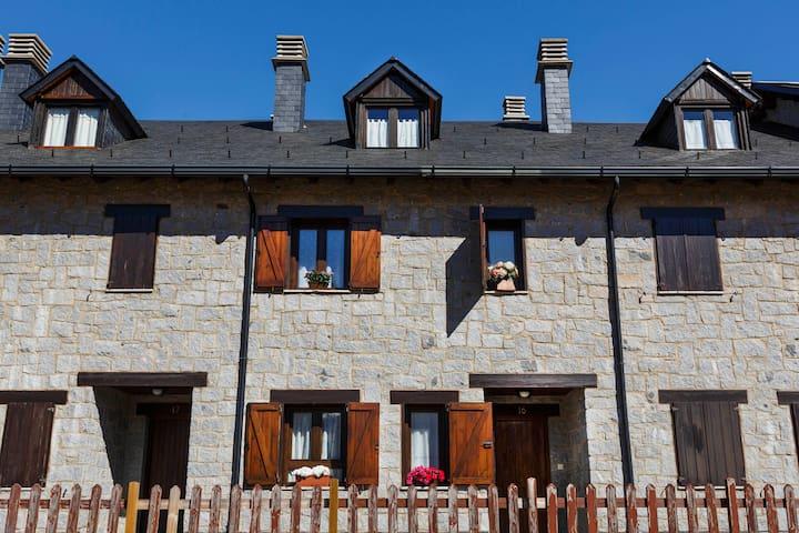 Charming Pyrenees House - ski&hike - Benasque - Casa