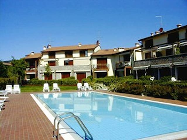WONDERFUL  APARTAMENTI WITH POOL - Garda - Apartemen