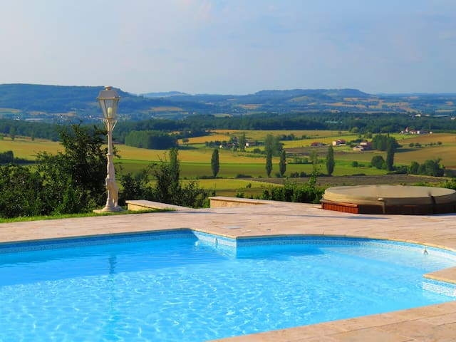Beautiful 5 br house on 12 acres - Dausse - Huis