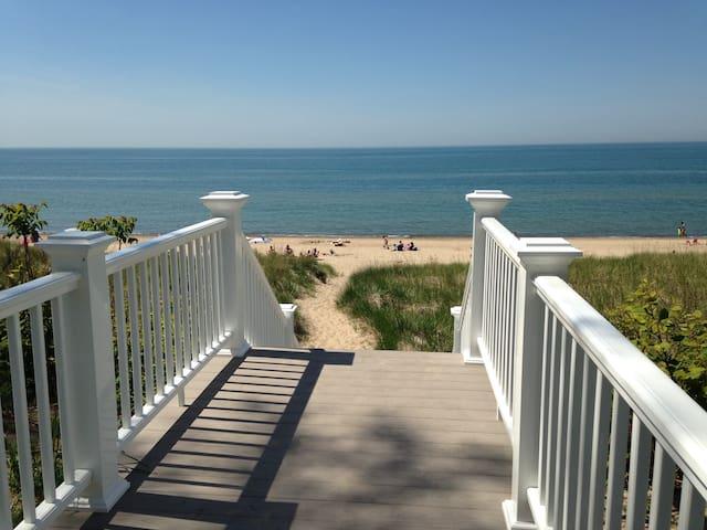 Bright Beach Cottage on Shady Oak - Michigan City - Hus