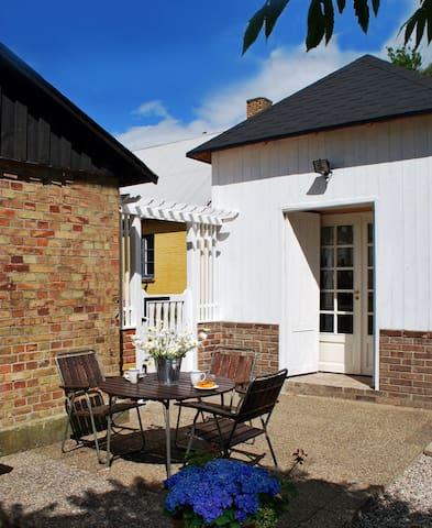 Benestad B&B. Guest house in charming Österlen 1 - Tomelilla - Bed & Breakfast