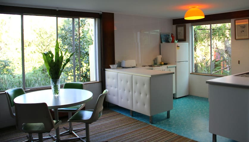 Self Contained 1 Bdrm Garden Flat - Holland Park - Lägenhet