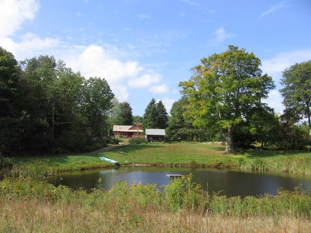 Secluded 1750's home on 46 acres - Glocester - Haus