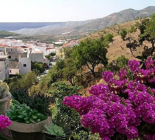 Beautiful Village House Great Views - Ítrabo - Hus
