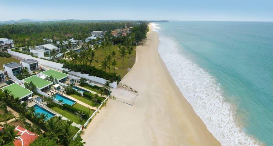 Phuket Natai Beachfront Lux Villa - Phuket - Huis