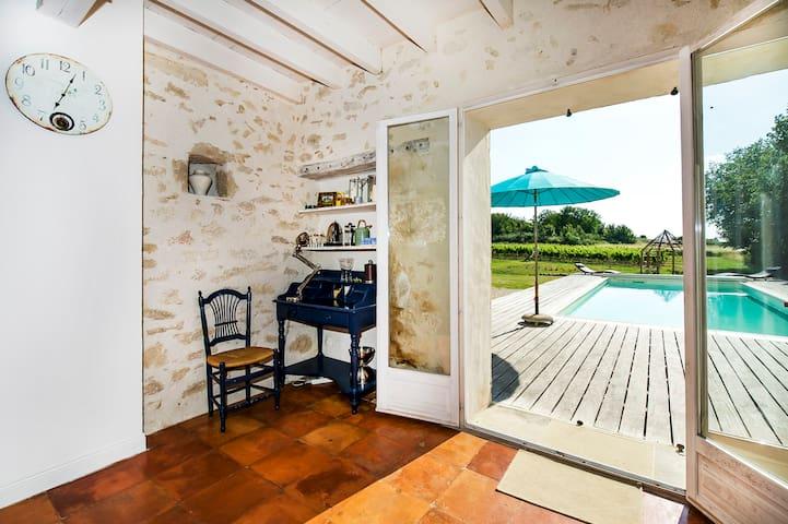 Little paradise amidst vineyards ! - Soussac - Huis