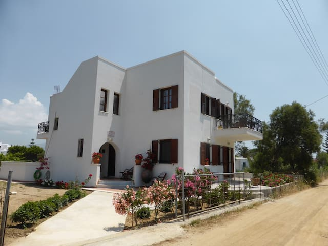 Iliana by the beach - Naxos - Dom