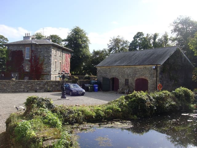 Double bedroom in Georgian House - Durrow - Ev