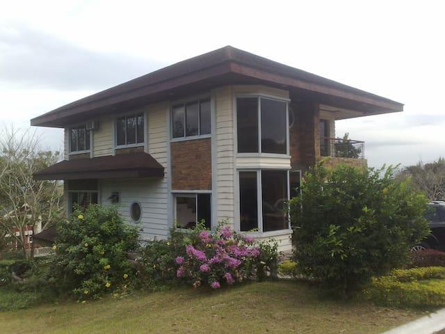 Tagaytay 4 Bedroom House - Canyon - Lemery