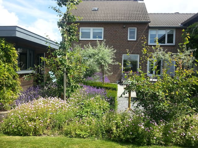 Casa Sibbe with beautiful view - Valkenburg - Rumah