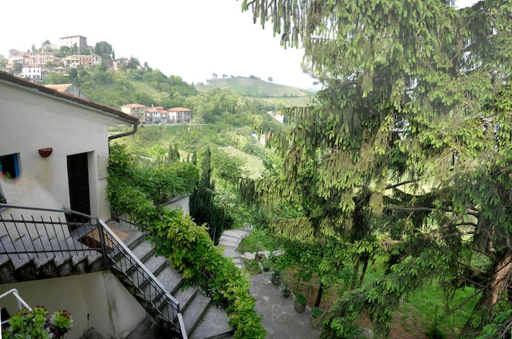 Relaxing villa for greeny holidays - Montù  Beccaria - Ev