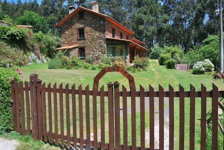 AS NAVEIRAS - ORTIGUEIRA - Haus