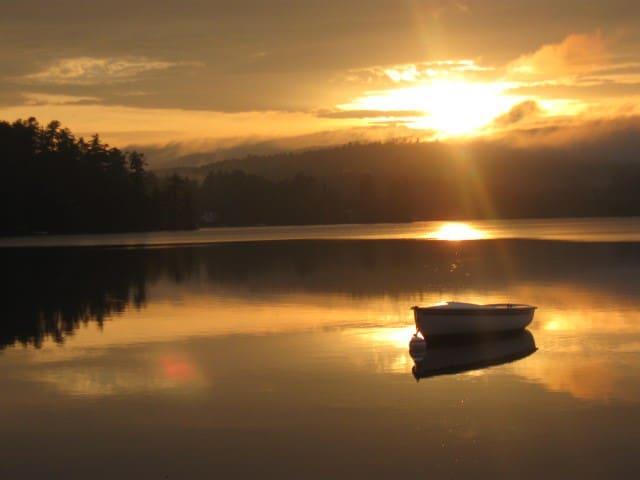 Affordable Lake Side Cabin Sleeps 7 - Franklin - 小木屋