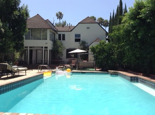 Great Price & Location 2BD, Pool - Los Angeles - Talo