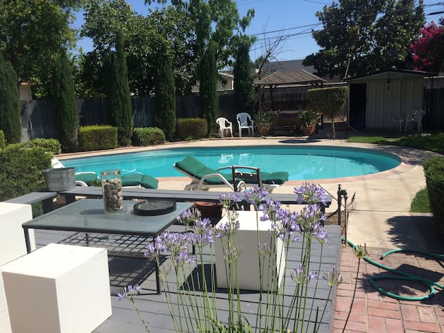 Central Valley's Only Gay airbnb. - Manteca - Casa