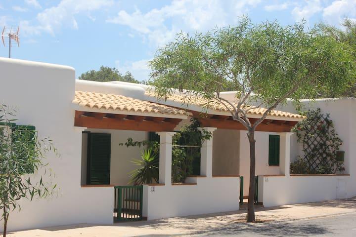 VIVIENDAS TURISTICAS JOSEFA - La Savina-Formentera - Huis
