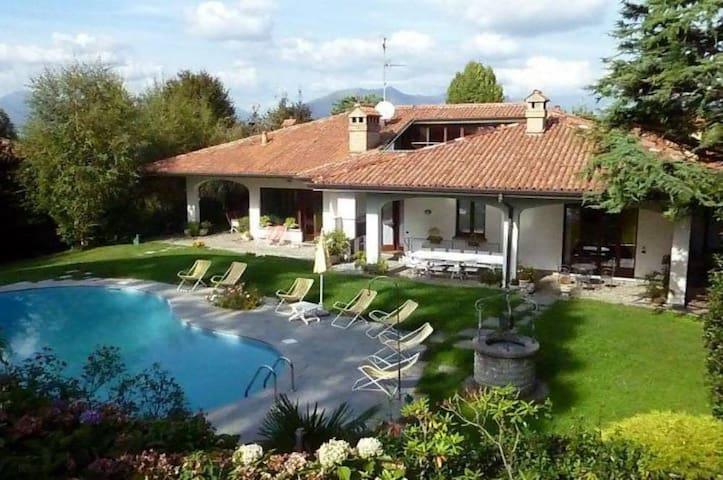 Appartamento in Villa con Piscina - Cassago Brianza - Vila