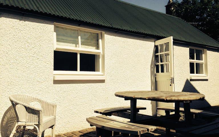 The Bothy - at the back! - Highland - Blockhütte
