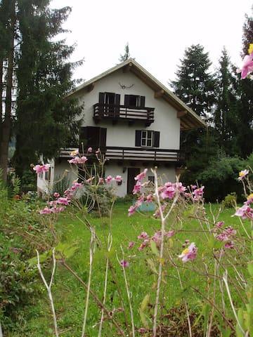 Gemütliches AtelierHaus im Bayerischen Wald - Neukirchen - Huis
