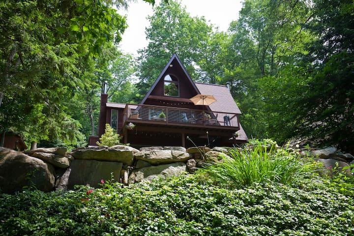 Gorgeous Arts & Crafts Style Home on Lake - Ashford - Huis