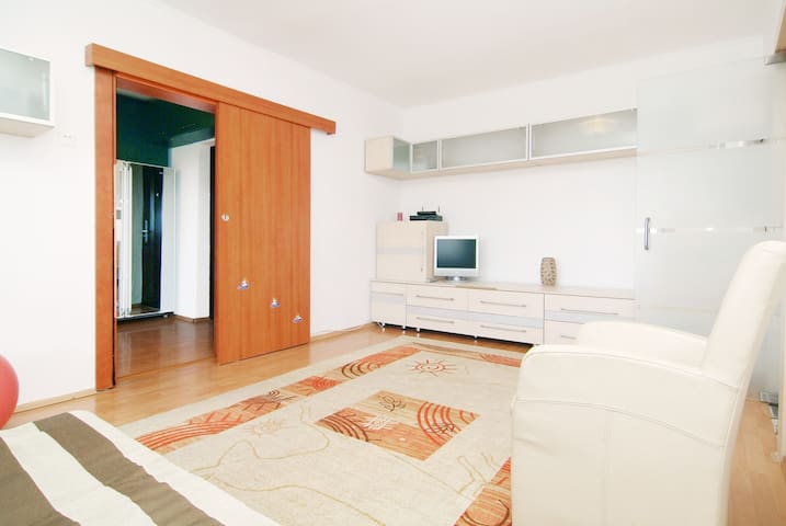 Homey Apt. Hosted by a SuperHost* - Bucharest - Apartment
