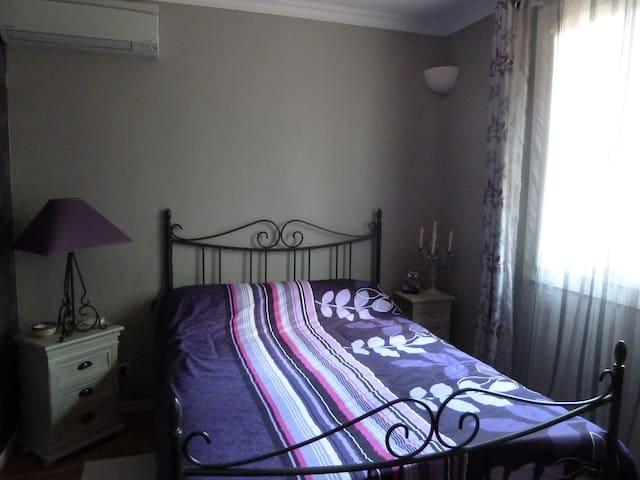 Cosy bedroom with private bathroom - Aragon - Oda + Kahvaltı