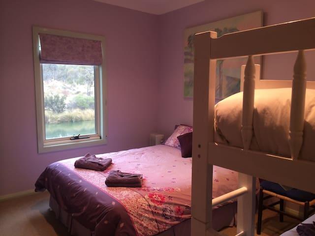Garrigill Bedroom B2 (3 nights min) - Crackenback - Rumah