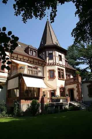 B&B Villa Grossmann, Suite+ Balcony - Lörrach - Bed & Breakfast
