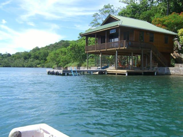 Seagrove Retreat Live Love Relax - Coxen Hole - Huis
