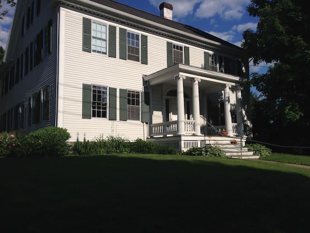 Sunny Private Apartment in Historic Home - Montpelier - Leilighet