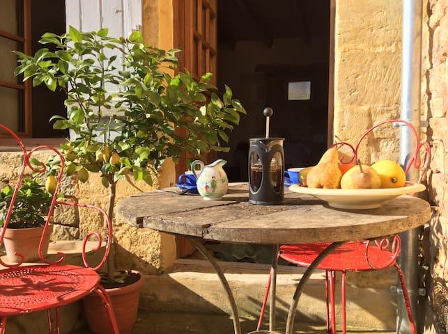 Luxury Apartment for Two in French Hilltop Village - Daglan - Lägenhet