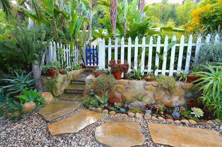 Eco-Surfshack - Perfect Location! - Montecito