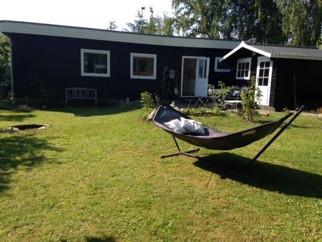 Cozy cottage 200m from the sea - Strøby - Kulübe