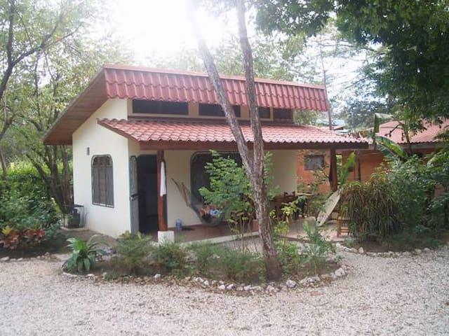 Adorable cabin 200 steps to beach - Playa Pelada - Stuga