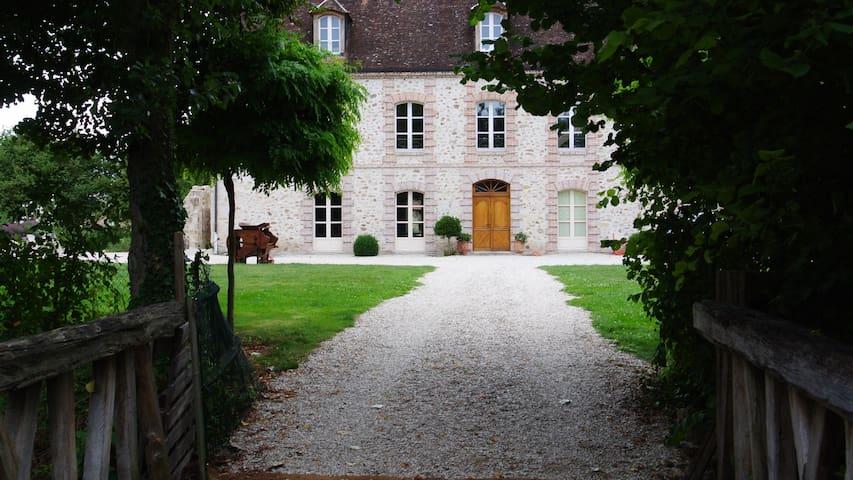 LE CHATEAU DE MON PERE  - Villiers-aux-Corneilles - 獨棟