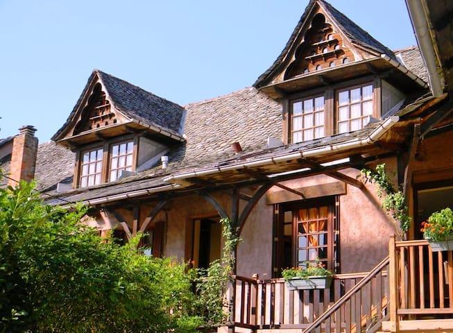 charmante maison calme, spacieuse - Saint-Cyprien-sur-Dourdou - Hus