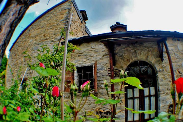BARBUGLI- Cottage degli Elfi - Bettola - Ev