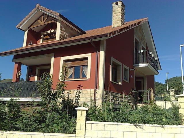 Casa en zona rural a 10 km laredo - Nates - Maison