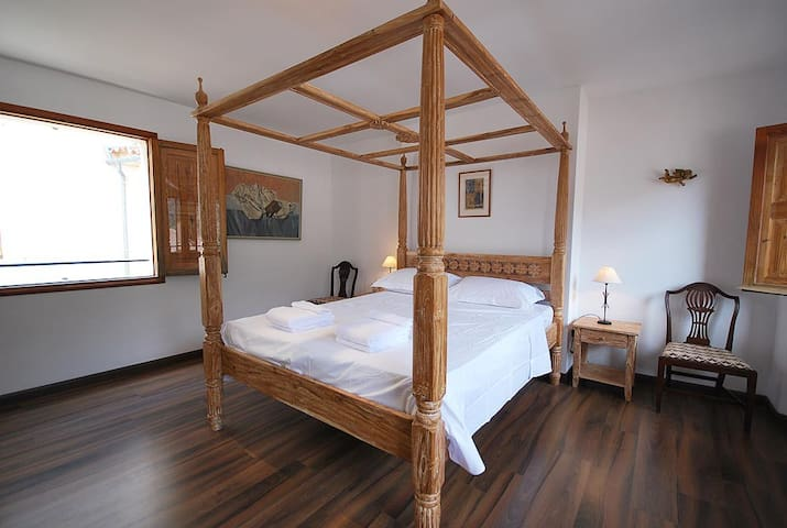 Spacious Balinese Bedroom Flat 'A' Fornalutx - Fornalutx - Apartamento