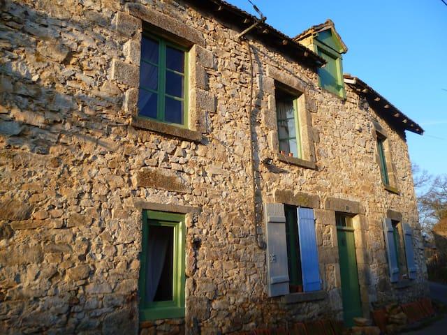 A RETREAT. 18th,C, rustic cottage. - Arnac-la-Poste - Huis
