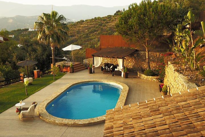 Villa el Pino: med privat pool - Sayalonga - Hus