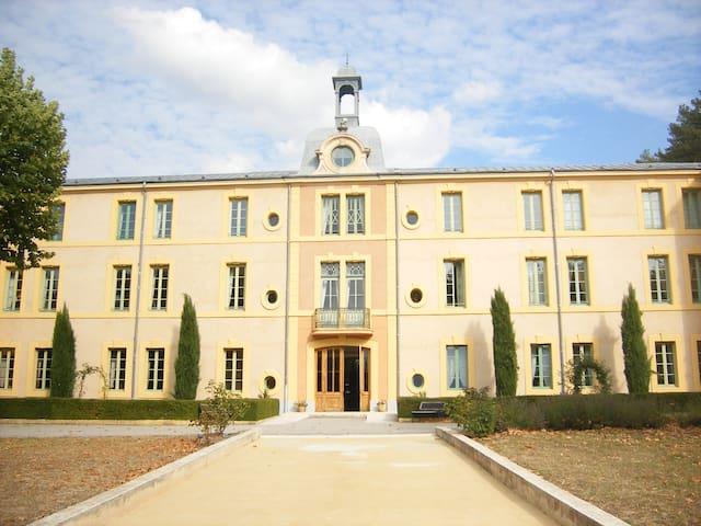 Studio dans château (à la semaine). - Montbrun-les-Bains - Lägenhet