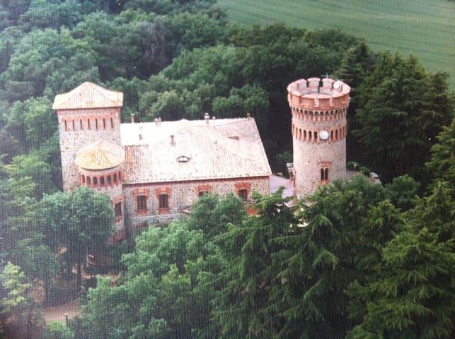 Nice apartment in a Castle near Barcelona & Girona - Sant Julia de Vilatorta - Apartament